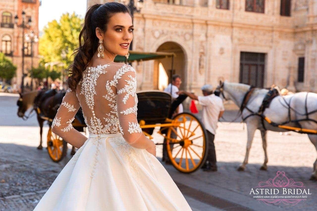 8 nejnovějších trendů pro váš svatební outfit v sezóně 2017 2018 ... 42f360fe7d