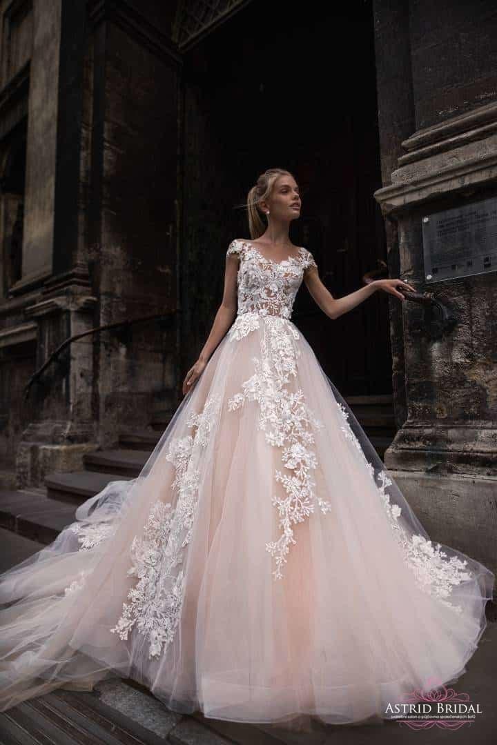 c0460d045cc5 Svatební salon a půjčovna šatů Astrid